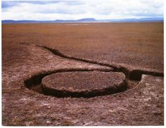 Michael Heizer, Isolated Mass/Circumflex No. 9 of the Nine Nevada Depressions, 1968