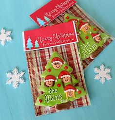 Sweet Christmas Family Tree Cookies with printable toppers. You can make your own with Avery 22821 bags and toppers. No staples or glue required.