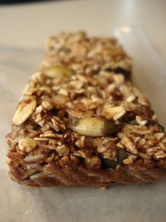 Kelsey's Muesli Granola Bars — Kath Eats Real Food Healthy Granola Bars, Muesli Bars, Homemade Granola Bars, Sweet Recipes, Real Food Recipes, Yummy Food, Health Recipes, Food Charts, Healthy Desserts