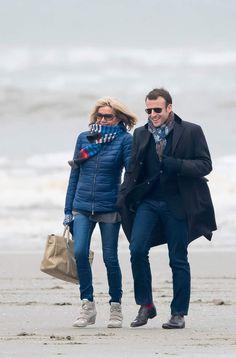 Sur les plages du Touquet, les écharpes sont de sortie chez les Macron