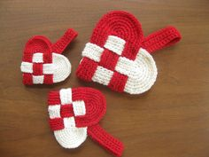 free danish heart crochet pattern and tutorial Easy Crochet Patterns, Crochet Motif, Crochet Flowers, Baby Knitting Patterns, Knit Crochet, Crochet Hearts, Crochet Gratis, Free Crochet, Crochet Hook Sizes