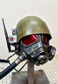 """SoloRoboto brings us this NCR helmet from """"Fallout: New Vegas"""" . It's a customized version of a kit available from Kommissar Props . Fallout Props, Fallout Fan Art, Cosplay Helmet, Cosplay Armor, T 60 Power Armor, Ncr Ranger, Power Rangers Helmet, Fallout New Vegas Ncr, Airsoft"""
