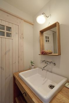 画像4のalt Laundry Room Bathroom, Bathroom Toilets, Provence, Urban Apartment, Minimalist Office, Weekend House, Natural Interior, Timber House, Painted Doors