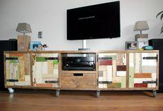 Nieuw! Tv-meubel van steigerhout met sloophouten deurtjes, op wieltjes. Strak en eenvoudig vormgegeven maar zo leuk! De kleuren en wieltjes maken dit model speels.Maar heb je liever pootjes of juist helemaal niets dan kan dat natuurlijk ook. Wellicht ook mooi op een onderstel van rvs 3x3cm? Afmeting van de kast zelf: 220-250x50x50cm en met een wieltje/ pootje 60cm hoog. Van andere afmetingen is de prijs op aanvraag. Keuze uit heel veel kleuren.