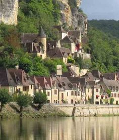 Dordogne is a départment in south-west France. The départment is located in the region of Aquitaine, between the Loire valley and the High Pyrénées named after the great Dordogne River that runs through it.