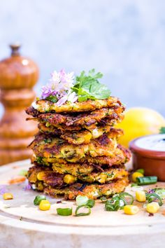 zucchini and carrot pancakes with feta and corn. A great spring and summer dish! zucchini and carrot pancakes with feta & corn - C A N Clean Eating Prep, Clean Eating Grocery List, Clean Eating Recipes, Healthy Eating, Budget Freezer Meals, Cooking On A Budget, Healthy Juice Recipes, Baby Food Recipes, Carrot Pancakes