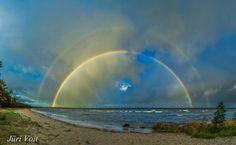 エストニアで撮影された二重の虹。虹のたもとには宝物が埋まっていると伝えられている。 Goodbye September