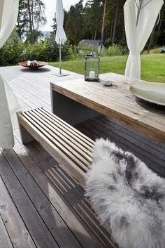 Hva slags tre skal man bruke til å lage utebord (skal stå ute hele året)? Pergola Patio, Backyard Patio, Backyard Landscaping, Outside Benches, Garden Furniture, Outdoor Furniture, Outdoor Seating, Outdoor Decor, Living Etc