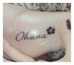 What does ohana tattoo mean? We have ohana tattoo ideas, designs, symbolism and we explain the meaning behind the tattoo. Bff Tattoos, Disney Tattoos, Mini Tattoos, Hawaii Tattoos, Sharpie Tattoos, Family Tattoos, Little Tattoos, Friend Tattoos, Cute Tattoos