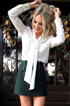 Pretty And Cute Fall Outfits With Mini Skirt 16 Green Mini Skirt, Dark Green Skirt, Suede Mini Skirt, Green Pants, Teen Fashion, Fashion Outfits, Fashion News, Smart Casual Outfit, Cute Fall Outfits