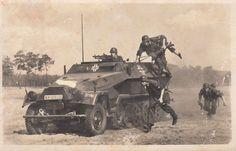 2.WK Foto Panzer Hanomag 251 mit Grenadiere Super !!!   eBay