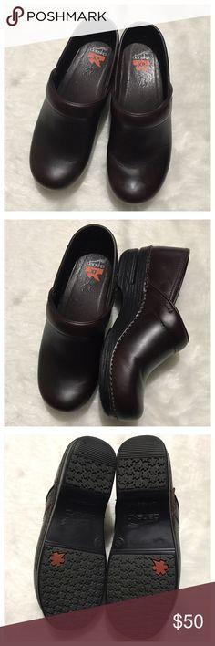 Dansko XP brown clog size 39 EUC Dansko Shoes Mules & Clogs