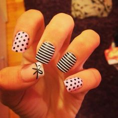 Stripes nail art. Pretty nails. Black and white. Uñas.uñas blanco y negro