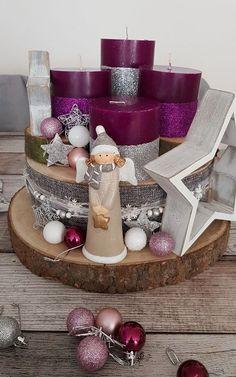 Adventsgesteck aus Baumscheiben mit Duftkerzen und Sternen