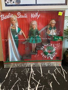 Barbie Stacie Doll, Barbie Kelly, Barbie Skipper, Vintage Barbie Clothes, Vintage Toys, Doll Clothes, Dollhouse Furniture Kits, Christmas Barbie, Christmas Settings