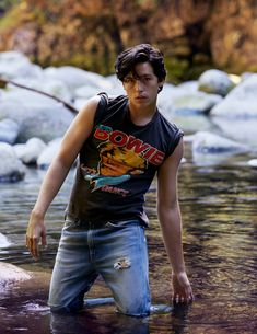 boys by girls - 'Riverdale' star Cole Sprouse photographed. Cole M Sprouse, Sprouse Bros, Cole Sprouse Jughead, Dylan Sprouse, Cole Sprouse Shirtless, Street Style Fashion Week, Street Style Chic, Pretty Little Liars, Pretty Boys