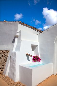Small Backyard Pools, Small Pools, Outdoor Living, Outdoor Spaces, Outdoor Decor, Menorca Hotels, Mini Piscina, Santorini House, Mexico House