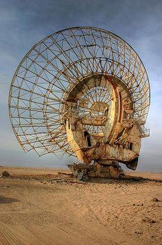 Abandoned Buildings, Abandoned Places, Abandoned Vehicles, Apocalypse World, Metro 2033, Satellite Dish, Fallout New Vegas, Radio Astronomy, Environment Concept Art