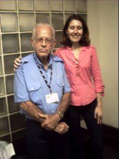 Serafim de Souza (ascensorista da ABI) e a jornalista Flávia Almas. — com Serafim de Souza e Flávia Almas.