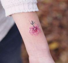 petit tatouage femme - fleur pivoine
