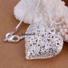 Postriebrený náhrdelník Heart of Flowers