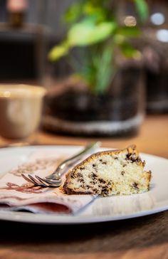 Süßes Frühstück = Süßer Start in den Tag, natürlich mit Pflanze 🌱 Banana Bread, Desserts, Food, Water Plants, Home Decor Accessories, Tailgate Desserts, Meal, Dessert, Eten