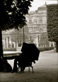Palais royal in #Paris... what a great place for #eloping with your loved one.