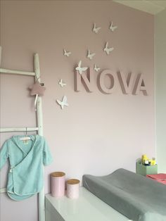 Babykamer meisje roze naam Nova Letters: Babypark Vlinders: vtwonen Badjas: Koeka Verf: Sigma (Helaas geen kleurcode) het is dezelfde kleur van Baby's Only oud roze Baby Bedroom, Nursery Room, Girl Nursery, Girls Bedroom, Bedroom Decor, Style Baby, Baby Park, Small Space Interior Design, Baby Zimmer