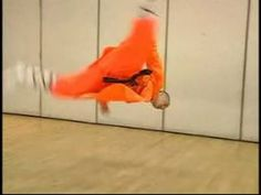 Shaolin Kung Fu Stretches & Moves : No Hand Cartwheel in Shaolin Kung Fu...