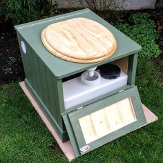 Eco-Loo Capture 12/25 Compost Toilet. With 25 Litre solids and 12 litre liquid containers.  www.littlehouse.co