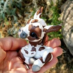 Just giving this handsome donkey his own post so he can shine with all the spotlight on him! How do you feel about donkeys? Polymer Clay Figures, Polymer Clay Sculptures, Cute Polymer Clay, Polymer Clay Animals, Cute Clay, Polymer Clay Charms, Sculpture Clay, Diy Clay, Clay Art Projects