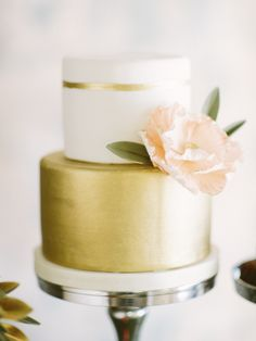 gorgeous gold and white wedding cake