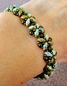 Linda's Crafty Inspirations: Bracelet of the Day: Quick SuperDuo Bracelet