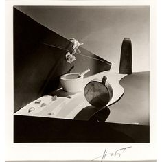 Horst P. Horst - Still life, New York, Surreal Beauty Cream, 1941 Dark Photography, Still Life Photography, Black And White Photography, Sarah Moon, Paolo Roversi, Helmut Newton, Peter Lindbergh, Palm Beach, Yvonne Printemps