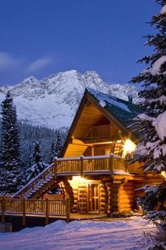 16 Cozy Photos of Log Cabins In the Snow That Will Make You Want to Hibernate - mobilya ve yaşam - These gorgeous, quaint cabins in the midst of breathtaking, snowy landscapes are making us long for - Snow Cabin, Winter Cabin, Cozy Cabin, Block House, Log Cabin Homes, Log Cabins, Mountain Cabins, Mountain Living, Log Home Decorating