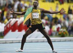 Moscú, Rusia, 17 de agosto de 2013. Usain Bolt celebra su victoria en la final de 200 metros durante los mundiales de atletismo de Moscú, en Rusia. El estadio Luzhniki se rindió al fenómeno jamaicano el 17 de agosto, que volvió a demostrar que es el mejor corredor del mundo. Foto: Reuters.