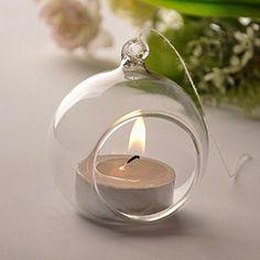 Des boules en verre transparentes, faciles à personnaliser pour décorer la maison pour Noël