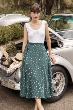 Flora wrap skirt (left bank floral) - skirts - amour vert modest casual out Floral Skirt Outfits, Casual Skirt Outfits, Mode Outfits, Summer Outfits, Floral Skirts, Dressy Attire, Modest Fashion, Fashion Dresses, Style Floral