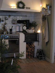 Rustic- Christmas time a tree in the kitchen!the kitchen too! Primitive Kitchen, Cozy Kitchen, Rustic Kitchen, Vintage Kitchen, Mini Kitchen, Primitive Decor, Kitchen Stuff, Kitchen Ideas, Cocinas Kitchen