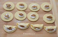 Fursecuri cu nuca si bezea - Desert De Casa.ro - Maria Popa Mini Cupcakes, No Bake Cake, Cheesecake, Food And Drink, Baking, Desserts, Recipes, Sweet Dreams, Mini Pastries