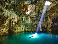 Un cenote de Aguas Azul Turquesa.  Sin importar la hora del día las aguas de este cenote siempre son color azul turquesa. Se conoce como Xkekén o Dzinup, se encuentra a solo 15 minutos del pueblo mágico de Valladolid, Yucatán.