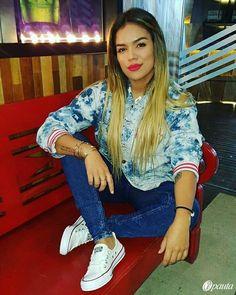 Afbeeldingsresultaat voor karol g Beautiful Mexican Women, Beautiful Women, Famous Stars, Celebs, Celebrities, Star Fashion, Streetwear Fashion, Plus Size Outfits, Celebrity Style