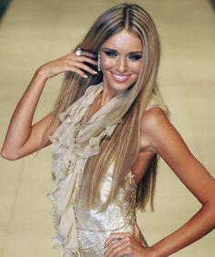 Russian Beauty Miss world 2008 ksenia sukhinova Pretty Hairstyles, Straight Hairstyles, Long Hair Highlights, Home Hair Salons, High Fashion Hair, How To Curl Short Hair, Russian Beauty, Hair Shows, Short Haircut