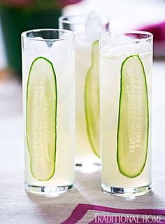 Adding a hint of cucumber to this limeade kicks this refreshing summer drink up a notch. - Tradtional Home ® / Photo: Michael Garland What a great way to add cucumber. I never thought of slicing the cucumber longways. Cocktail Garnish, Cocktail Drinks, Cocktails, Cucumber Cocktail, Cucumber Water, Cucumber Lemonade, Cucumber Vodka, Vodka Lemonade, Yummy Drinks
