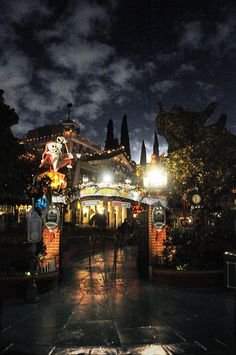 Haunted Mansion, Disneyland | Flickr - Photo Sharing!
