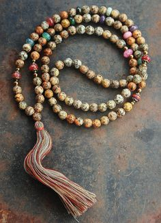 Beautiful faceted agate mala necklace - look4treasures op Etsy, $84.95