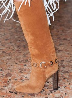 Love theses suede boots!! 70's influence