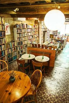AVIGNON: Un lieu à ne surtout pas manquer : Camili Books & Tea 155 rue Carreterie, 84000 Avignon