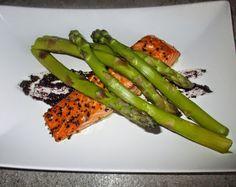 FORNELLI IN FIAMME: SLICE OF SALMON WITH OLIVE PASTE AND ASPARAGUS - Trancio di salmone con pasta di olive e asparagi