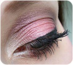 Ein zarter rosa Look mit Produkten von Kosmetik Kosmo.